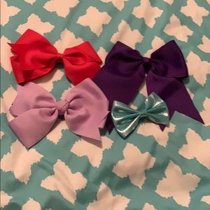 Lot of 4 bows
